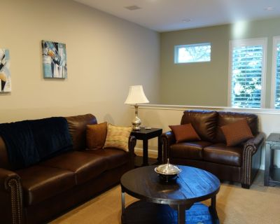 Pristine Family Vacation and Business Ready Townhouse, walk to shop/dine/ - Santa Clara