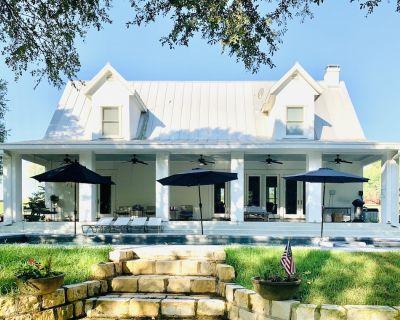 Pecan Meadow: family friendly farmhouse, 10 lush acres on quiet Meadow Lake. - Seguin