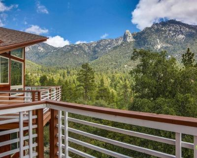 The Pinnacle: Luxury Home w/ Stunning Views, Spa & Ping-Pong Table, sleeps 16 - Fern Valley