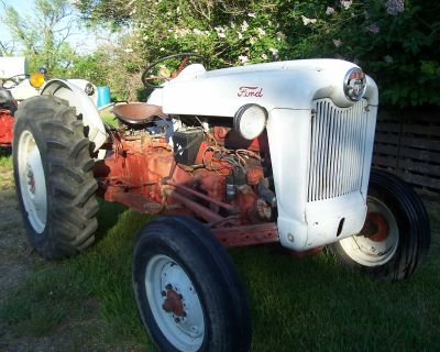 800 Series Ford Tractor