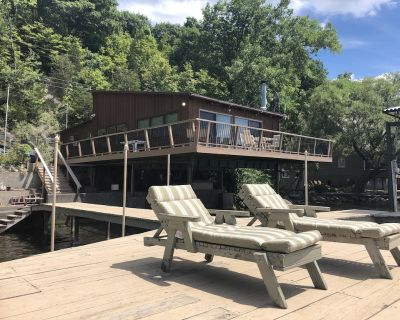 Cayuga Lake: Lakefront Cottage with Dock, Boat Lifts & Ample Parking - Town of Ledyard