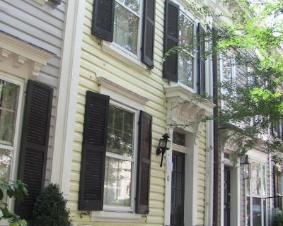 Comfortable townhome steps to Georgetown's top spots w parking + garden - Georgetown