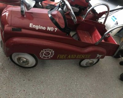 Metal fire engine pedal truck