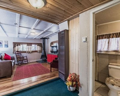 Eagle's Nest: Cute 1 bedroom with Hot Tub in the Upper Canyon!! - Ruidoso