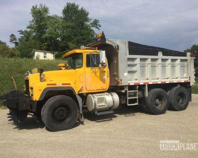 2002 Mack RD688S 6x4 Snow Plow/Dump Truck