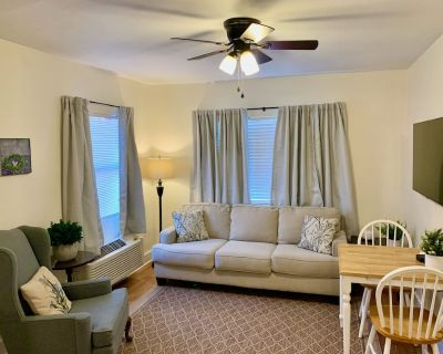 Clean & Comfortable 2-BR Apartment in Midtown - Mobile
