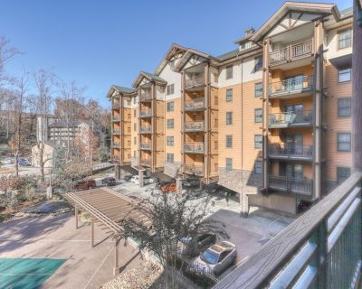 Lovely condo walking distance to downtown w/ shared hot tub, pool & gym! - Gatlinburg