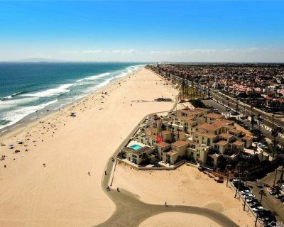 Life on the Beach in HB. Condo with special views, pool, sauna, beach fire pits. - Huntington Beach