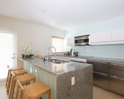 Key West dream townhouse * Sleeps 6 * Like new! Old Town * Perfect location - Uptown - Upper Duval