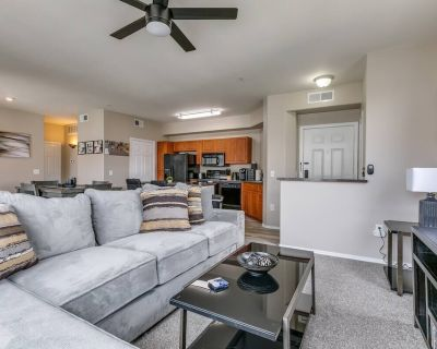 NEW! 24x7 Contactless Check-In / Remote Work Paradise! - Midtown