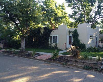 Private Entrances-Mapleton Hill Bungalow-Large Studio with Private Patio - Mapleton Hill