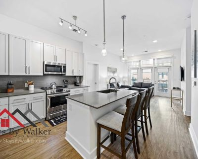 Modern Uptown 2BR King Beds Gym Parking Heated Pool (1122 SqFt) StaysByW - Second Ward