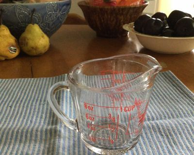 FIRE-KING MEASURING CUP