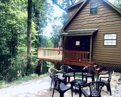 Hill top cabin close to downtown Dahlonega! COME WATCH THE LEAVES CHANGE! - Dahlonega