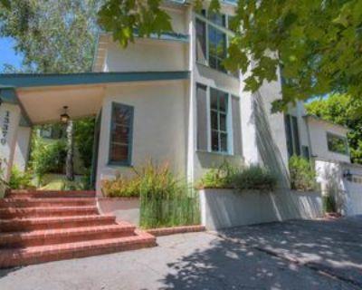 13370 Contour Dr, Los Angeles, CA 91423 4 Bedroom Apartment