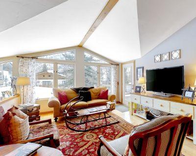 Ski-cation Duplex w/ Free Wifi, a Wood-burning Fireplace, & Mountain Views - Vail