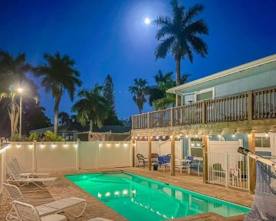 New to Market - Dog Friendly, Large Heated Pool, Short Walk to Restaurants and Beach! - Fort Myers Beach