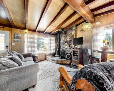Charming, Dog-Friendly Cabin w/ Free WiFi, Wood Stove, Full Kitchen, & Smart TVs - Moonridge