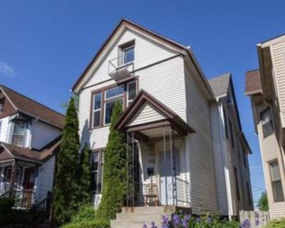 2467 N Oakland Ave Uppr #UPPER, Milwaukee, WI 53211 4 Bedroom Apartment