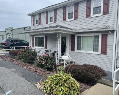 Entire Spacious FamilyFriendly 4B Residential Home - Wilkes-Barre Township