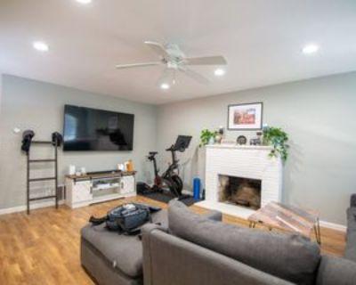 Amberwood Rd, Roseville, CA 95678 2 Bedroom Apartment