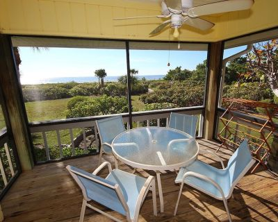 Three Bedroom Townhome with Loft Just Steps Away from the Beach! Seagrape Village 3 - Sanibel