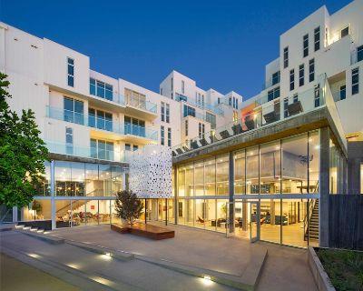 One Lux Stay @G8 2BR Loft Duplex Penthouse - Del Rey