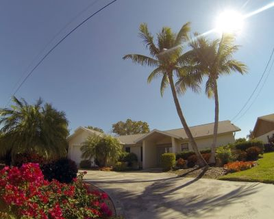 Big Waterfront Villa, Heated Private Pool & Jacuzzi, Boat +$599/w, dock at house - Pelican