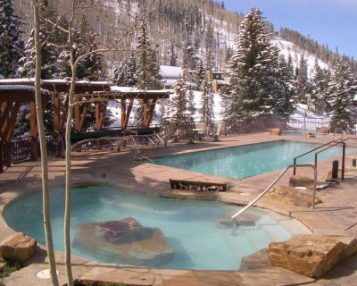 Platinum-rated 3 bedroom luxury condo, walk to lift, heated pool and hot tub - Vail