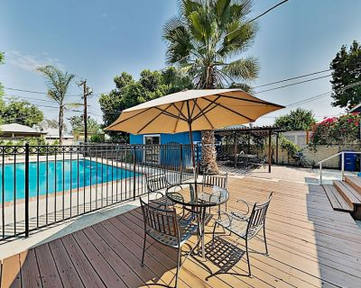 North Hollywood Retreat: Game Room & Lush Pool Oasis Near Top Attractions! - North Hollywood