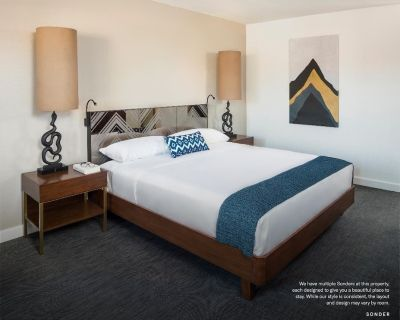 Sonder at V Palm Springs | Serene Room + Balcony - Palm Springs