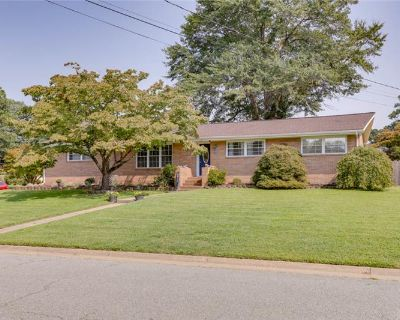 Welcome home! 5 beds, 3 baths plus an office! (MLS# 10401748) By Maria P Woods