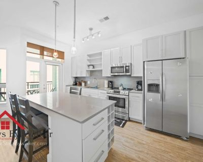 Modern Uptown 1BR King Bed Gym Parking Heated Pool Staysbywal - Second Ward