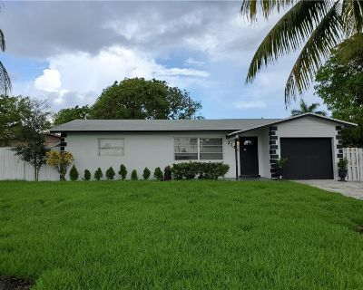 Large newly remodeled house, newer kitchen, new ice cold ACs new bathrooms!!! By Highlight Realty