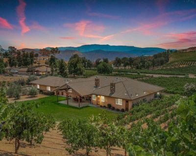 Private Wine Country Vineyard Estate, walk to Leoness & Gershon Bachus Wineries - Temecula