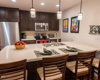 Private Entrance and Pool! 2 King Beds at this Stylish Condo! EDEL - Downtown Park City