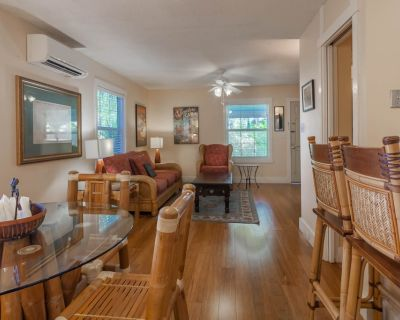 Two-level dog-friendly cottage w/shared pool, outdoor shower - near the beach - Downtown Key West