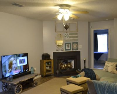 Shared room with shared bathroom - Virginia Beach , VA 23462