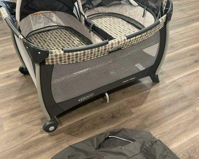 Graco pack n play twin play yard/bassinets