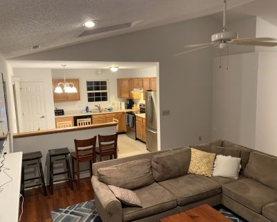 """Less than a mile from Grand Park, Sleeps 20, """"Sitting the Pines"""" - Westfield"""