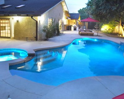 A Luxury Home with Pool, Spa, and Mini-golf - Woodland Hills