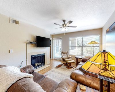 Dog-Friendly Oasis w/ Fast WiFi, Shared Pools, Hot Tubs, & a Fitness Center - Catalina Foothills
