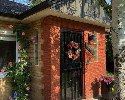 """Cozy, Comfy """"English"""" Cottage on Central Denver's East Side - Montclair"""