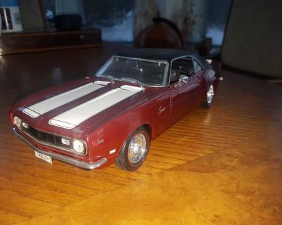 """Large 9.5"""" Diecast 1:18 scale 1968 Chevrolet Camaro Z/28 car model by Maisto. Missing the passenger side mirror, otherwise perfect. $10"""