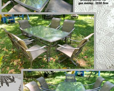 Nice 7 piece patio table set.. 6 chairs table and umbrella holder