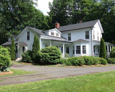 Beautifully Renovated Colonial Home - West Stockbridge