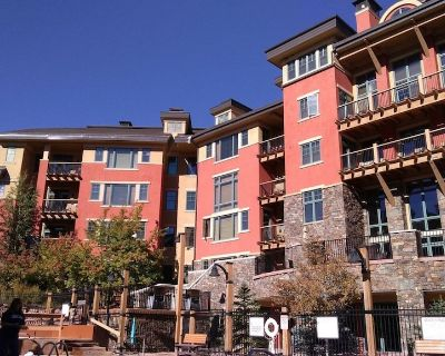 Huge 3 bed / 3 bath ski in-out to Waldorf Gondola / free internet & clean fee + - Park City
