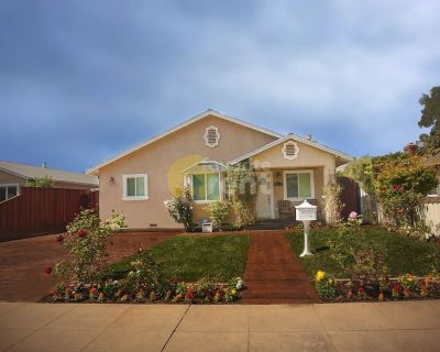 Redwood City House with 3 bedroom, jacuzzi, parking..