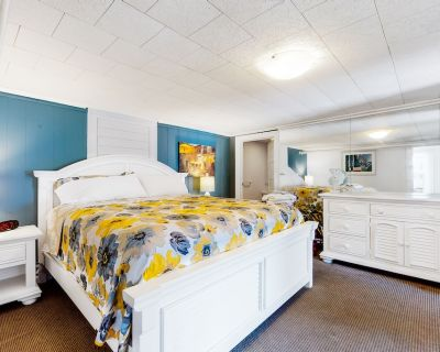 Ground-floor Suite W/covered Patio, Free Wifi, Partial A/C - Walk to the Ocean! - Ocean City