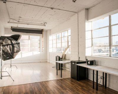Studio F - Cozy Little Loft with Duo-Zone Laminate Flooring and Urban Views, Los Angeles, CA